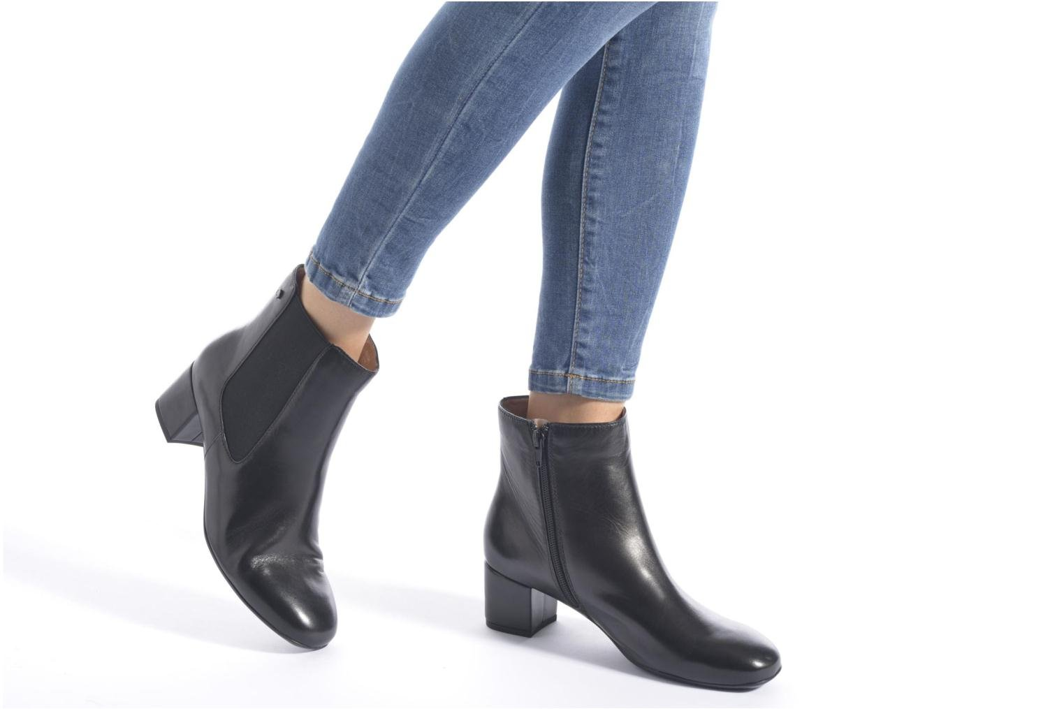 Ankle boots Stonefly Lory 11 Black view from underneath / model view
