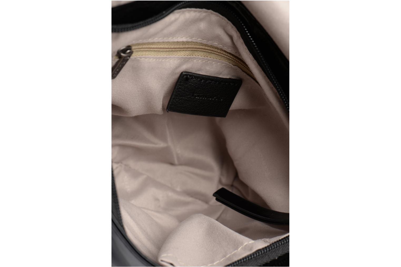 Handtaschen Tamaris ZORA Crossbody schwarz ansicht von hinten