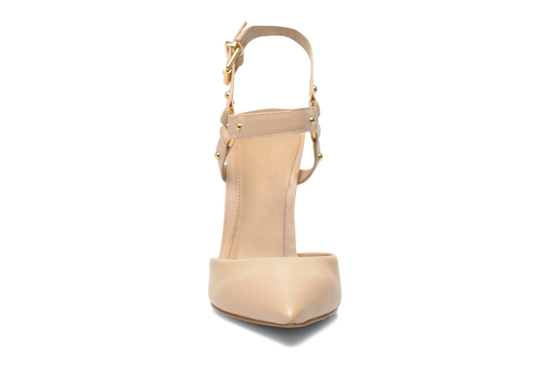 Zapatos de tacón Buffalo Loea Beige vista del modelo