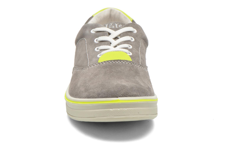 Sneaker Primigi Alienor grau schuhe getragen