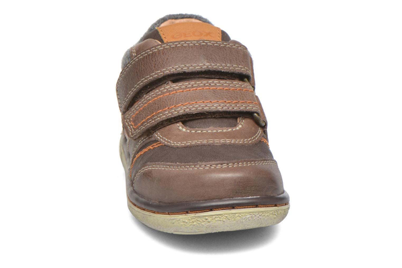 Sneaker Geox Baby Flick Boy B5437I braun schuhe getragen