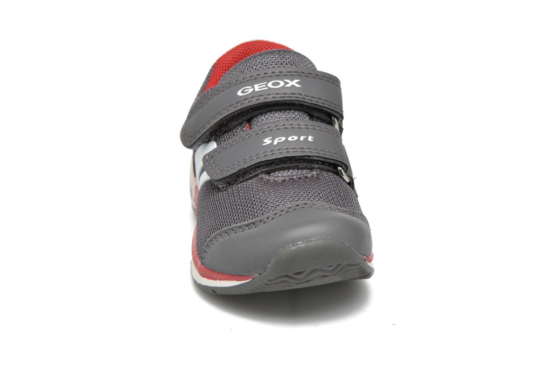 Baskets Geox B Teppei Boy Gris vue portées chaussures