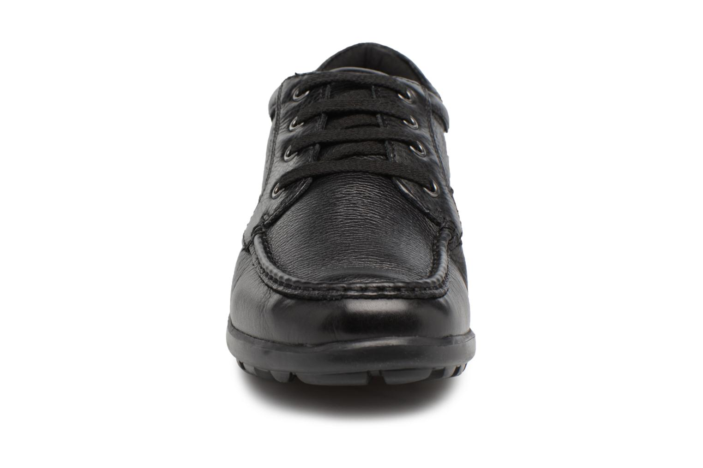 Sneakers Geox U Mantra U44R5D Nero modello indossato