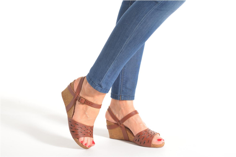 Sandales et nu-pieds TBS Riffah Marron vue bas / vue portée sac