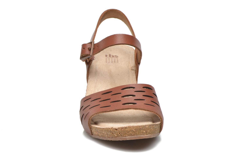 Sandales et nu-pieds TBS Riffah Marron vue portées chaussures