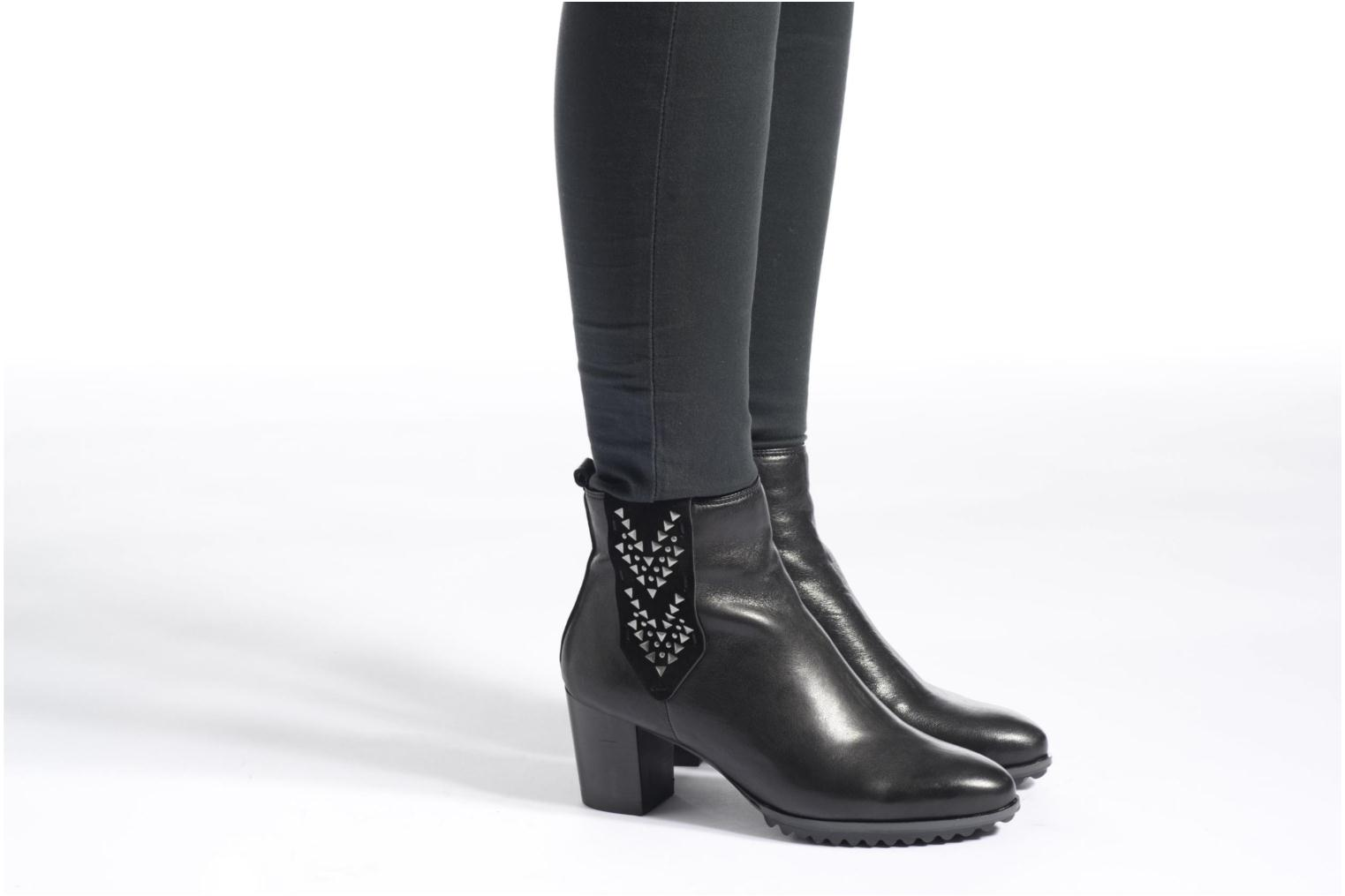Ankle boots Softwaves Alpi 21 Black view from underneath / model view