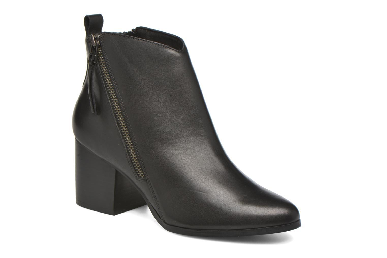 Boots en enkellaarsjes André Paolina Zwart detail