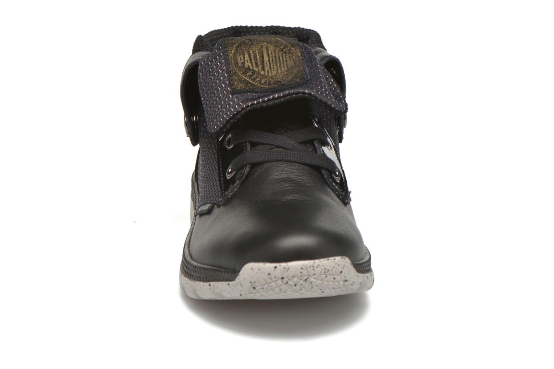 Sneakers Palladium Plvil Bgy LRX F Nero modello indossato