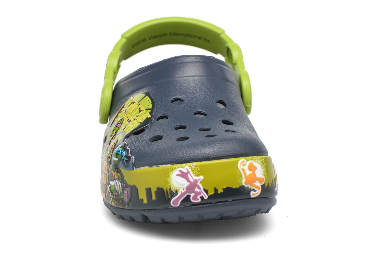 Sandales et nu-pieds Crocs Clights Bleu vue portées chaussures