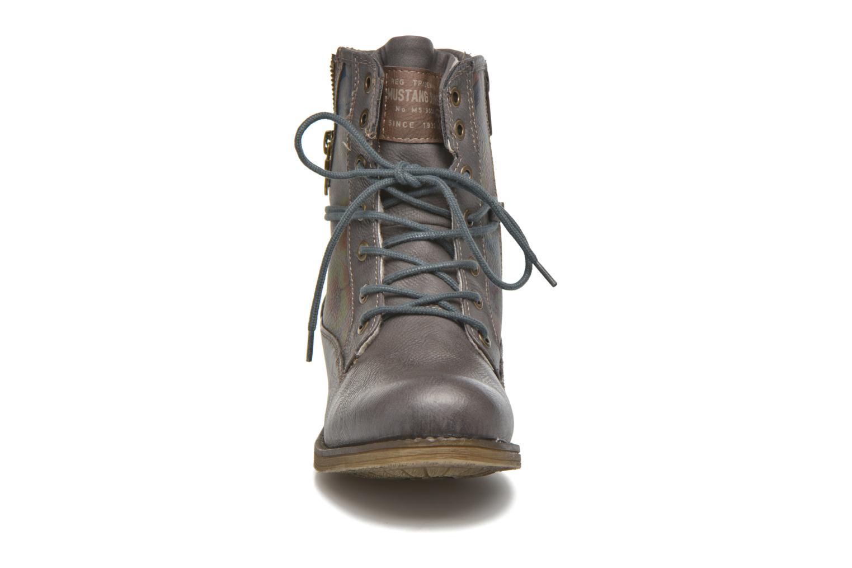 Bottines et boots Mustang shoes Krista Gris vue portées chaussures