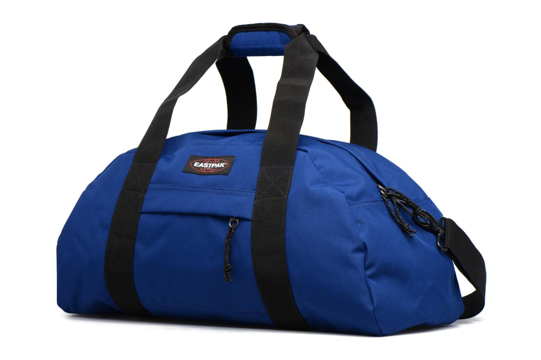 Bagages Eastpak STAND Weekender Bleu vue portées chaussures