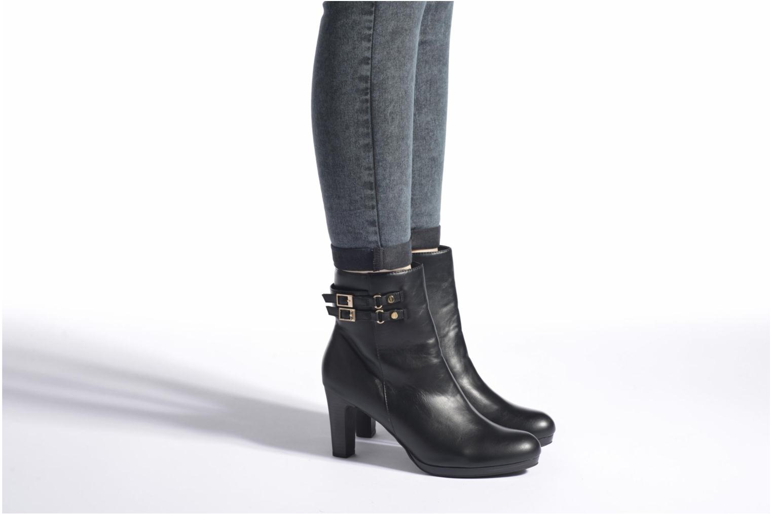 Ankle boots Enza Nucci Audrey Black view from underneath / model view