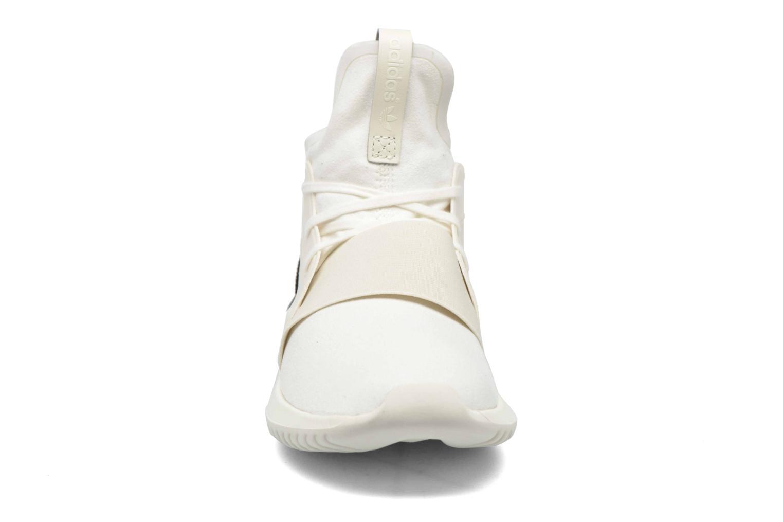 Baskets Adidas Originals Tubular Defiant W Blanc vue portées chaussures