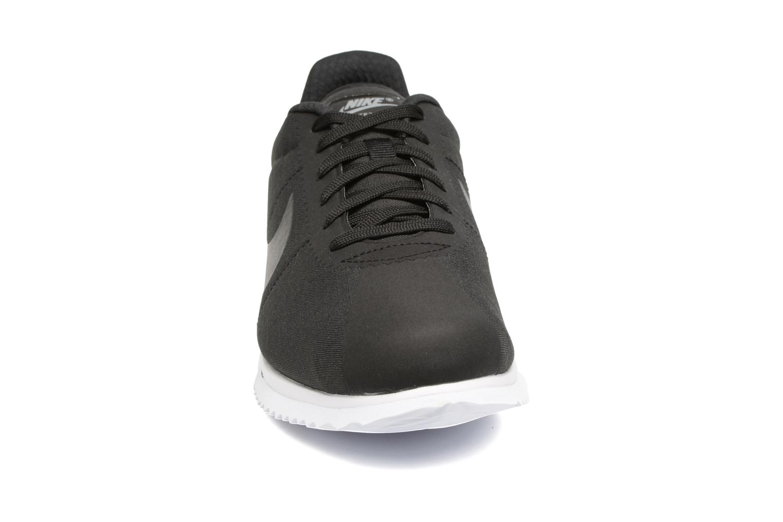 Deportivas Nike Nike Cortez Ultra Negro vista del modelo