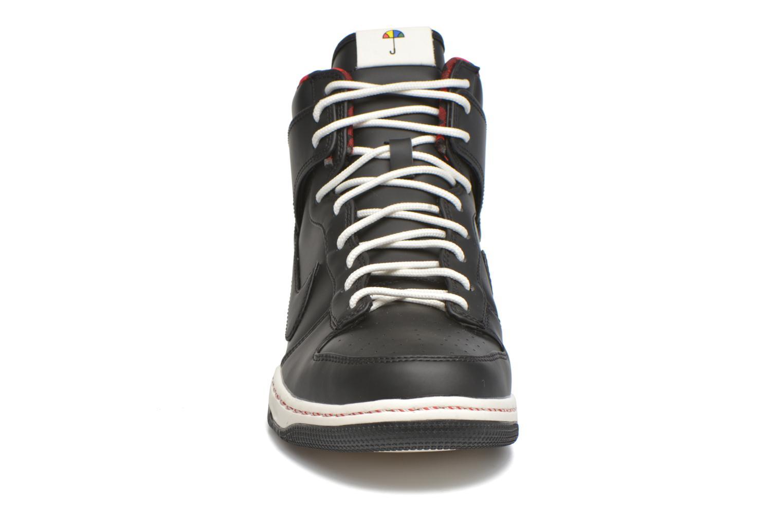 Deportivas Nike Nike Dunk Ultra Negro vista del modelo