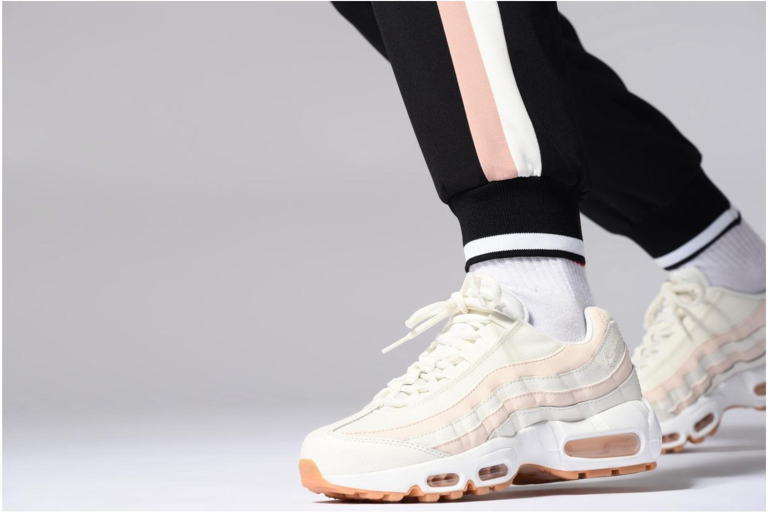 Trainers Nike Wmns Air Max 95 Pink view from underneath / model view
