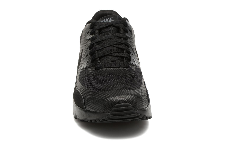 Deportivas Nike Air Max 90 Ultra 2.0 Essential Negro vista del modelo