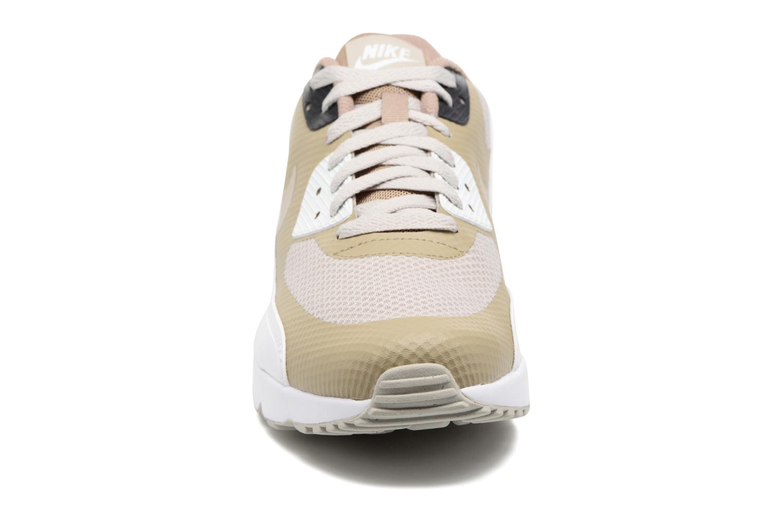 Deportivas Nike Air Max 90 Ultra 2.0 Essential Gris vista del modelo
