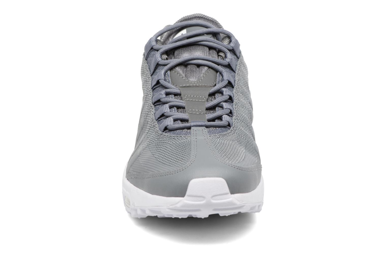 Baskets Nike Air Max 95 Ultra Essential Gris vue portées chaussures