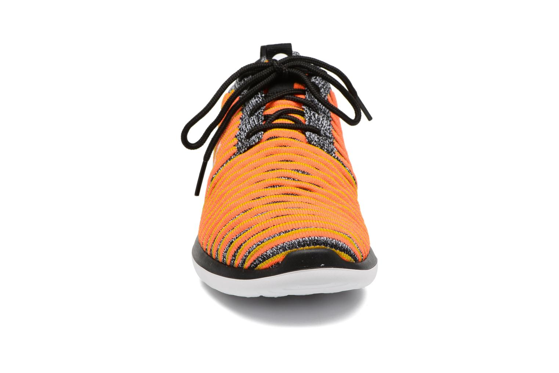 Baskets Nike W Nike Roshe Two Flyknit Noir vue portées chaussures