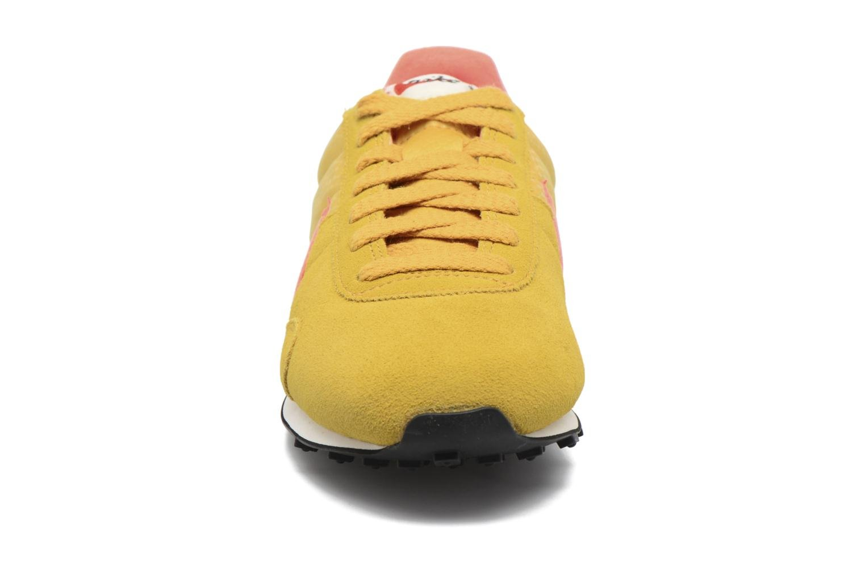Sneakers Nike W Pre Montreal Racer Vntg Giallo modello indossato