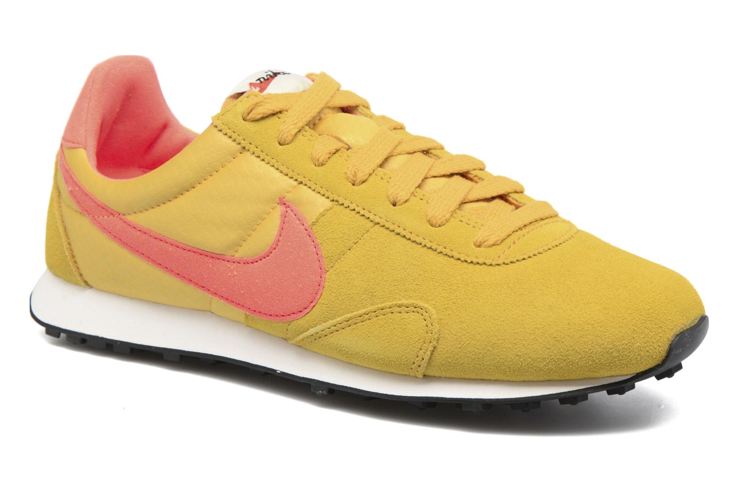 Trainers Nike W Pre Montreal Racer Vntg Yellow detailed view/ Pair view