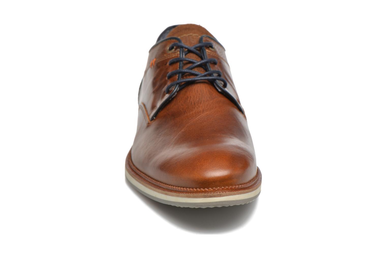 Zapatos con cordones Bullboxer Mattew Marrón vista del modelo