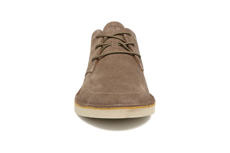 Scarpe con lacci Camper Morrys Marrone modello indossato