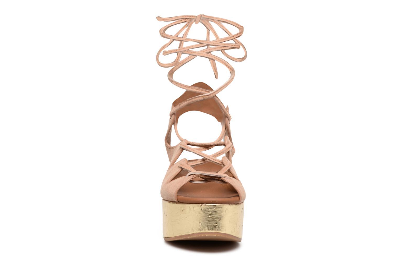 Sandaler See by Chloé Alia Brun se skoene på
