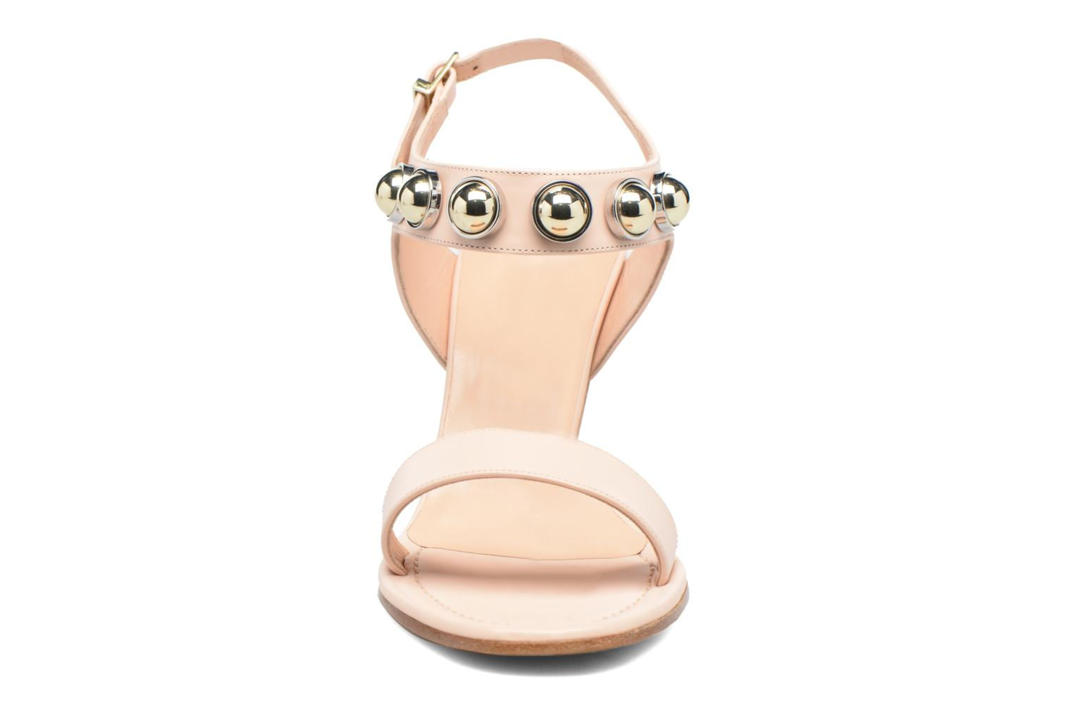 Sandali e scarpe aperte Carven Resonance High Sandal Beige modello indossato