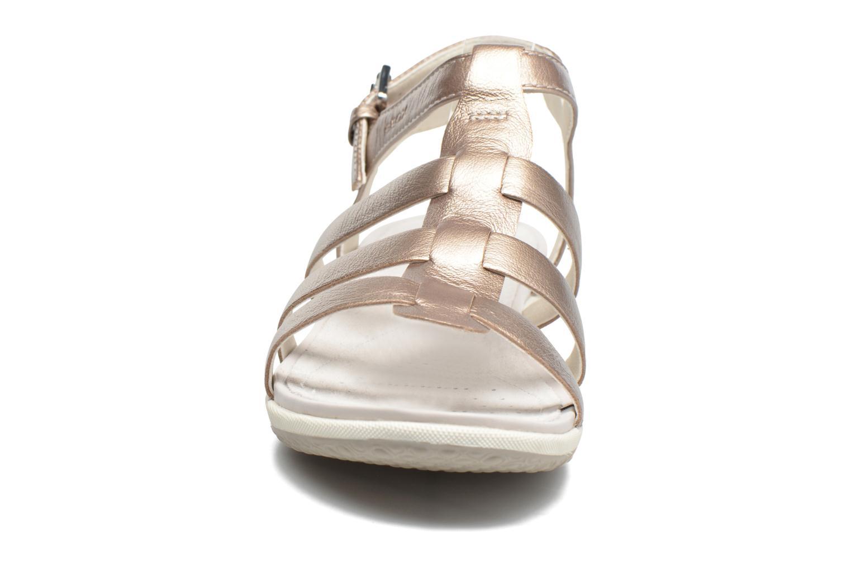 Sandales et nu-pieds Geox D SAND.VEGA A D72R6A Beige vue portées chaussures