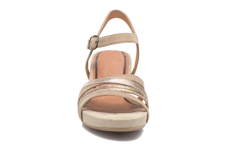 Sandales et nu-pieds Tamaris Euphorbe Beige vue portées chaussures