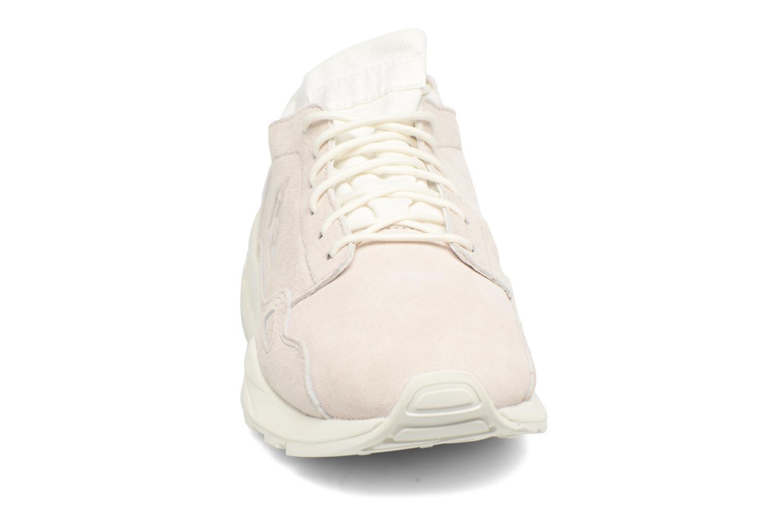 Sneakers Le Coq Sportif Lcs R Flow Nubuck Beige modello indossato