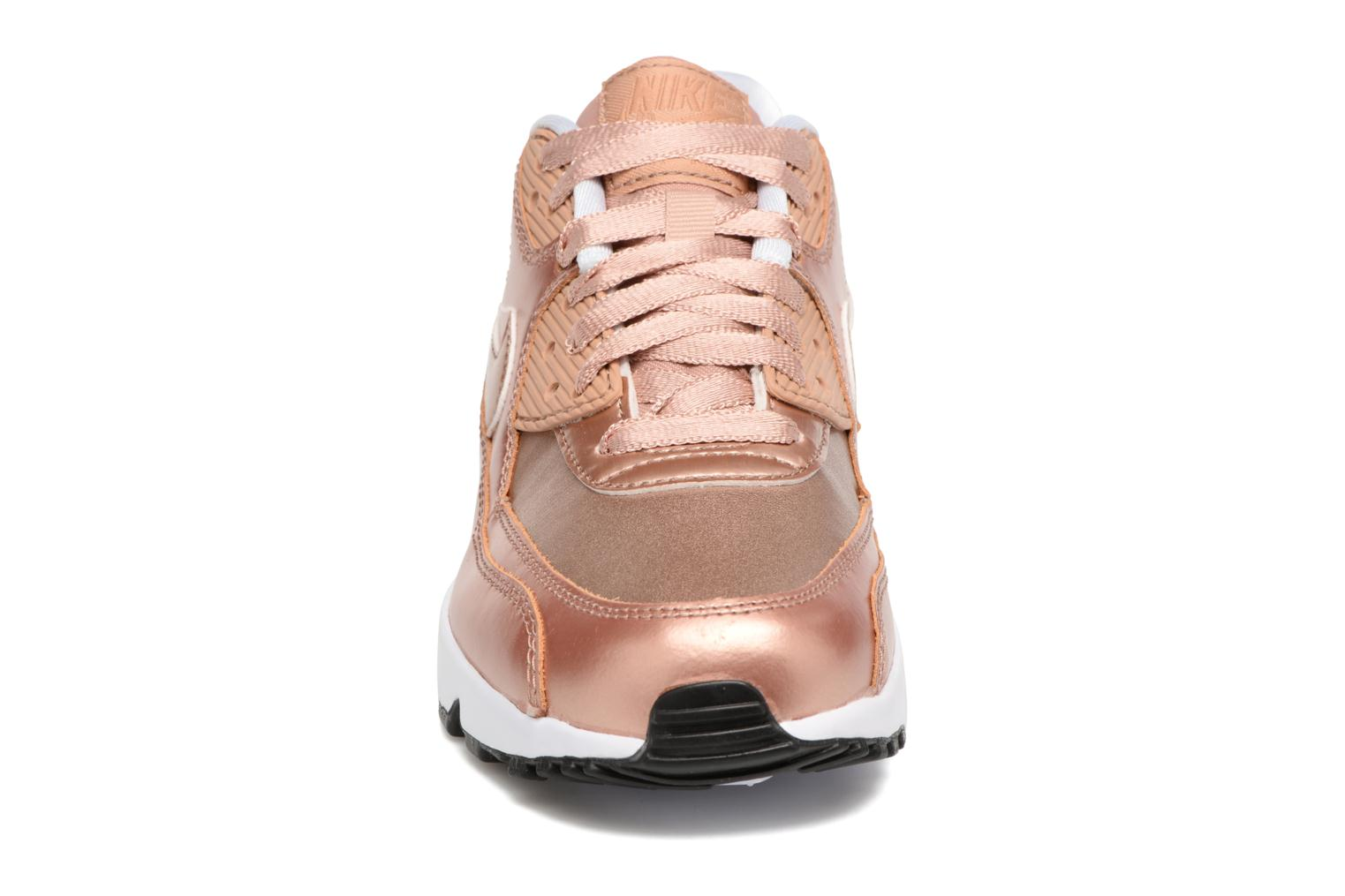 Baskets Nike Nike Air Max 90 SE Leather (Gs) Or et bronze vue portées chaussures