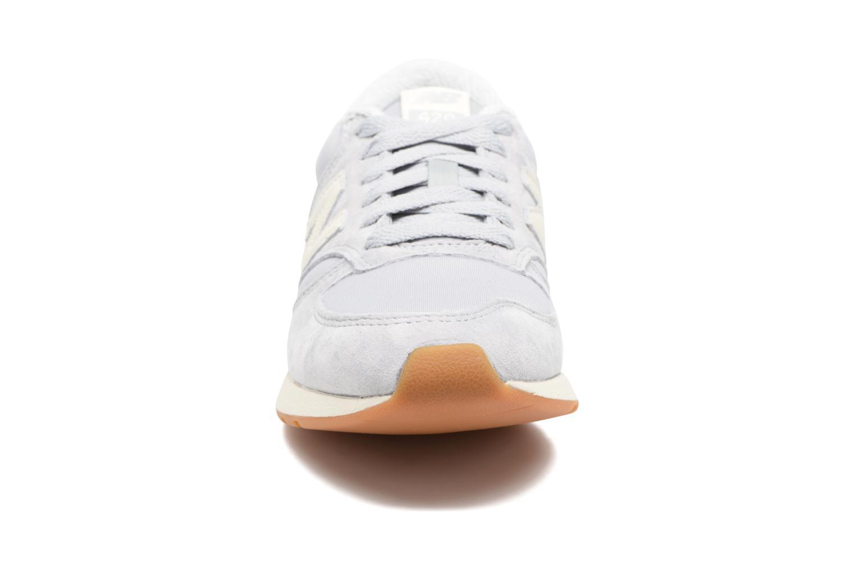 Baskets New Balance WRL420 Gris vue portées chaussures