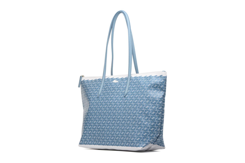 Sacs à main Lacoste L1212 Shopping bag Croc L Bleu vue portées chaussures