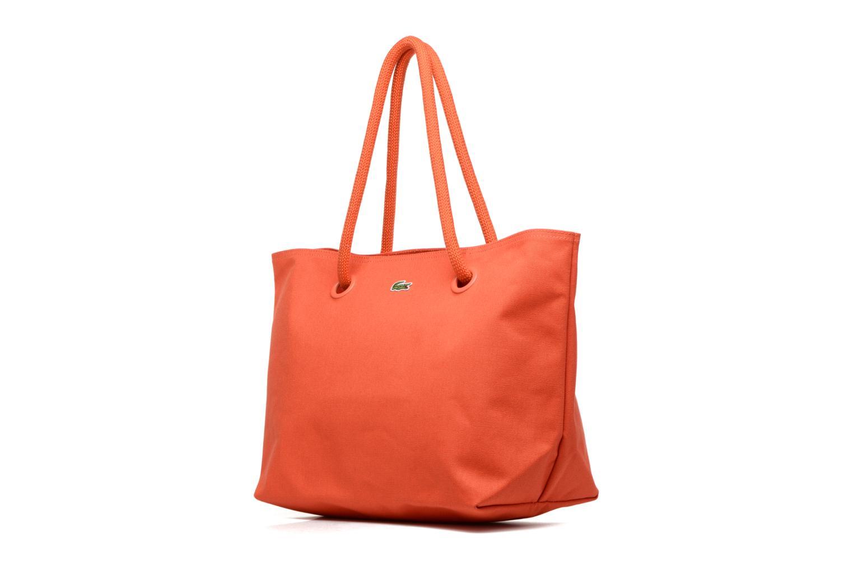 Sacs à main Lacoste Summer Shopping bag L Orange vue portées chaussures