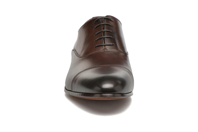 Snörade skor Doucal's SEBASTIANO Lione Brun bild av skorna på