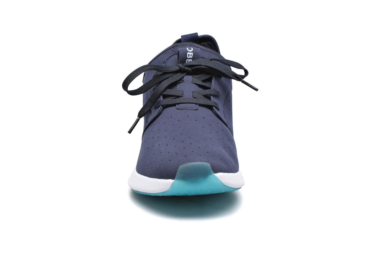 Baskets Globe Dart LYT Bleu vue portées chaussures