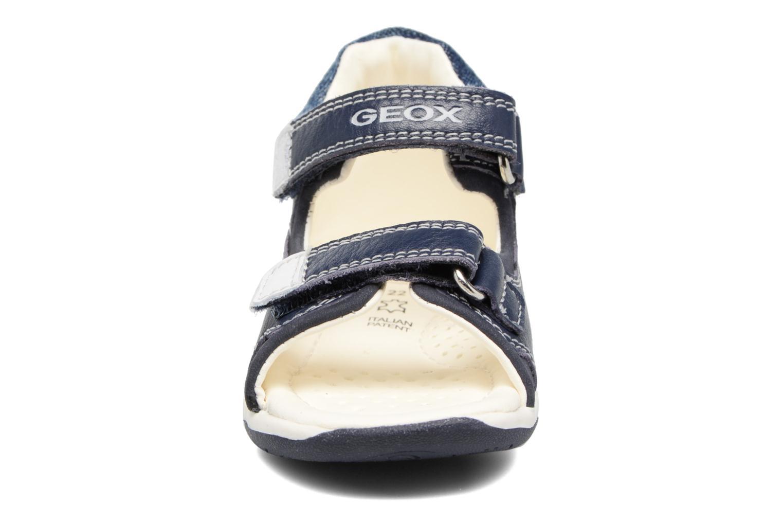 Sandali e scarpe aperte Geox B San.Tapuz B. A B720XA Azzurro modello indossato