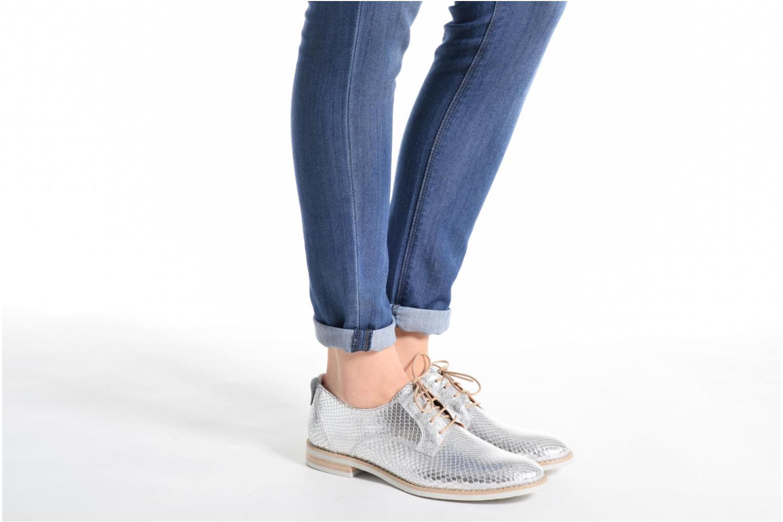 Chaussures à lacets Georgia Rose Nitrou Argent vue bas / vue portée sac