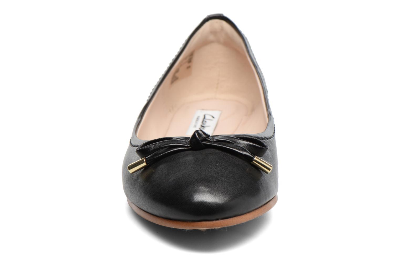 Ballerines Clarks Grace Lily Noir vue portées chaussures