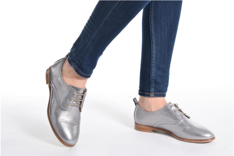 Chaussures à lacets Clarks Alania Posey Gris vue bas / vue portée sac