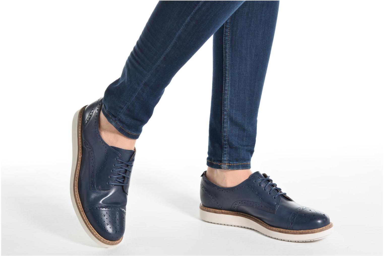Chaussures à lacets Clarks Glick Shine Marron vue bas / vue portée sac