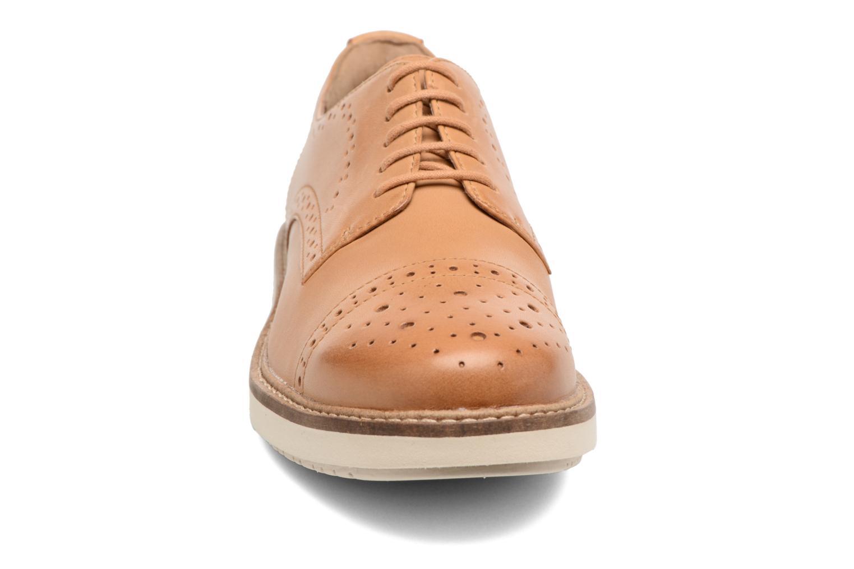 Chaussures à lacets Clarks Glick Shine Marron vue portées chaussures
