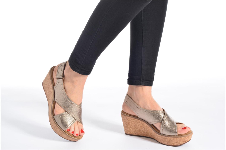 Sandales et nu-pieds Clarks Aisley Tulip Or et bronze vue bas / vue portée sac