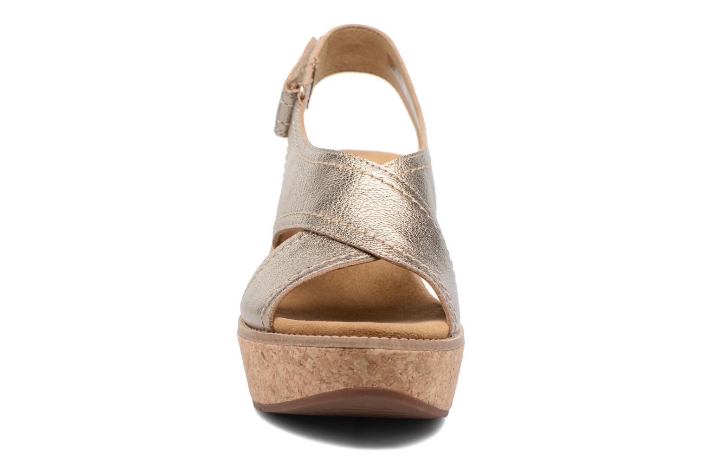 Sandales et nu-pieds Clarks Aisley Tulip Or et bronze vue portées chaussures