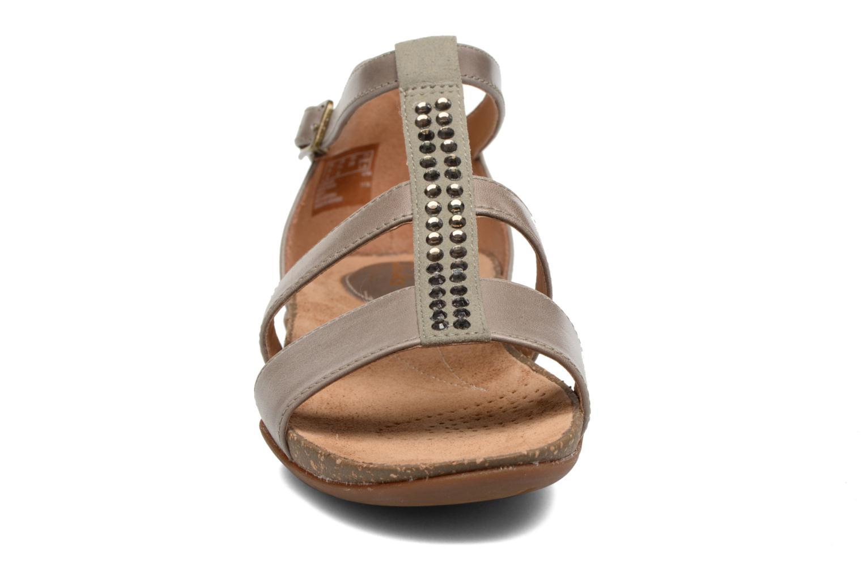 Sandales et nu-pieds Clarks Autumn Fresh Gris vue portées chaussures