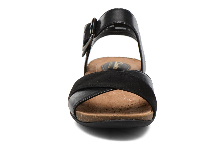 Sandales et nu-pieds Clarks Autumn Air Noir vue portées chaussures