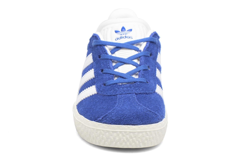 Sneakers Adidas Originals Gazelle I Azzurro modello indossato
